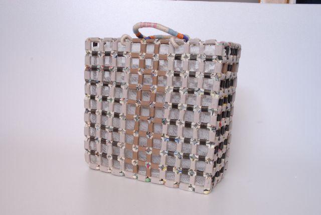 DSC_0145.jpg (640×428) Bag made with magazines Donatella Vassallo creation
