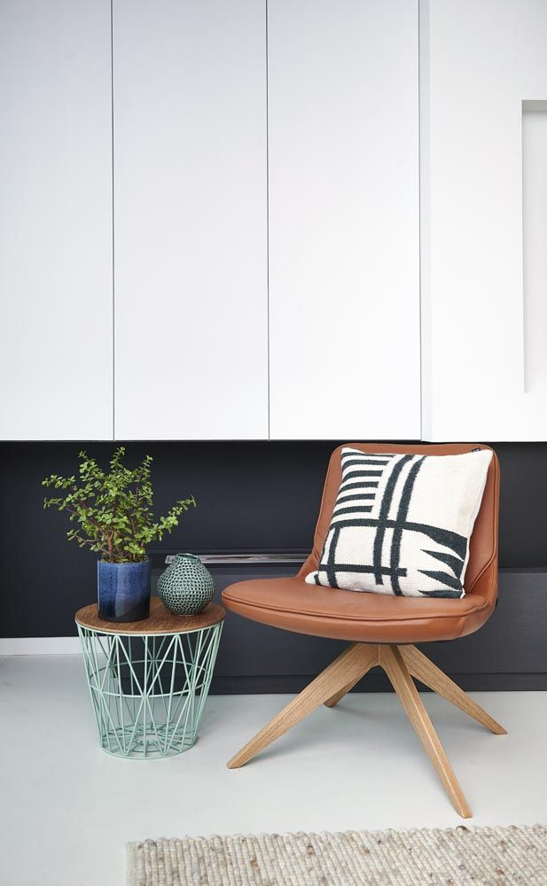 Rigg chair Bolia, cushion and wire basket Ferm Living, flower pots Bloomingville