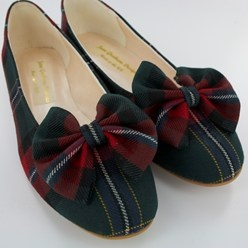Look at those tartan bows! Made to order from a choice of over 500 tartans & plaids!