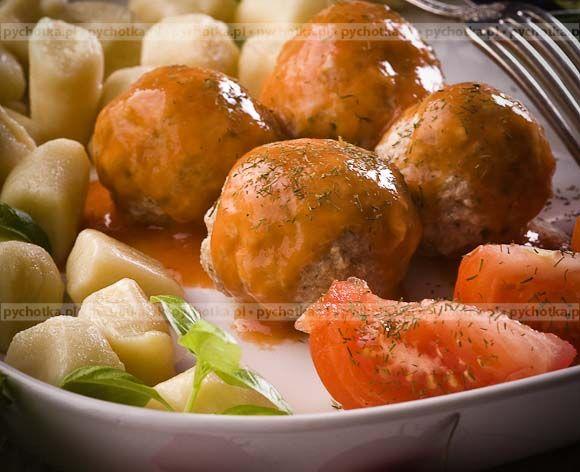 Delikatne, łatwostrawne danie z mięsa mielonego. Mięsne kulki na parze. Konieczne składniki: wołowina, czosnek, zioła.