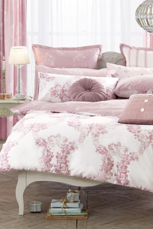 This rich dusky pink bed set will definitely take your bedroom from plain and simple to glamorous boudoir!