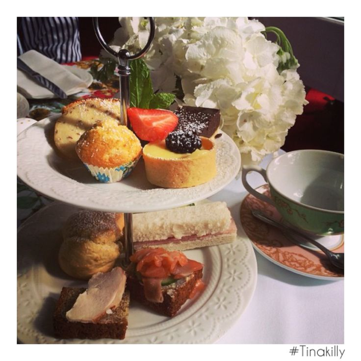 Go on! Spoil someone with Afternoon Tea at @tinakilly_country_house_hotel ☕️ thanks @araesparza #Tinakilly #AfternoonTea #TinakillyTea #SweetTreats