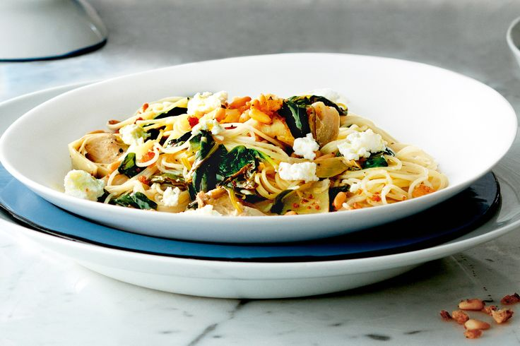 This+colourful+pasta+dish+is+a+great+vegetarian+option+as+a+summer+meal.