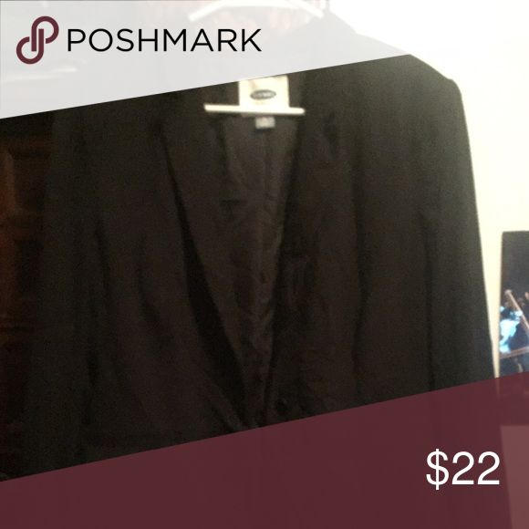 Old Navy boyfriend blazer NWOT old navy boyfriend blazer. Black shell and lining. Roomy on-seam pockets. Single button front closure. Relaxed fit perfect for dressing up casual outfits or finishing off a work outfit. Never worn. Old Navy Jackets & Coats Blazers