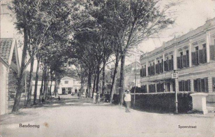 Spoorstraat (today Jl Stasiun Timur or Jl Stasiun Barat), Bandung, 1913 or earlier