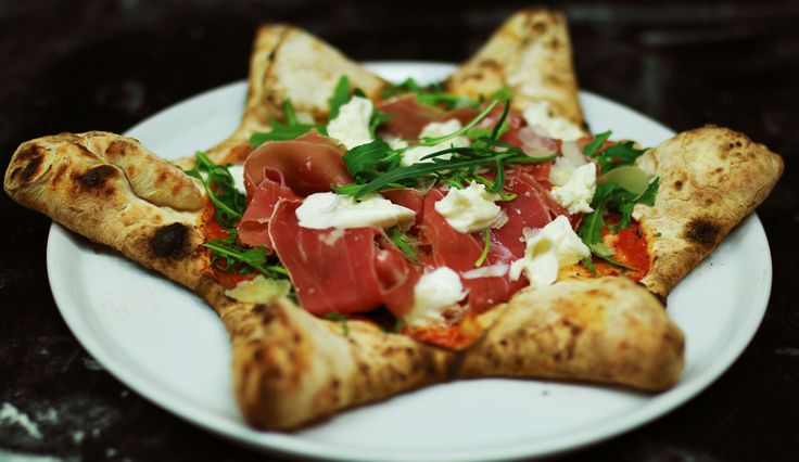 Pizza Stella, Mozzarella, Rocket, Cherry Tomatoes, Bresaola, filled with smoked Scamorza