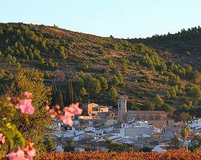 La Vall de Pop se encuentra ligada al recorrido del río Xaló o Gorgos, que recorre los términos de Benigembla, Murla, Parcent y Alcalalí, donde se abre el valle y encontramos los municipios de #Xaló, #Llíber, #Senija y #Benissa en la costa.