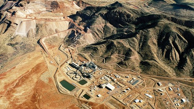Rio Tinto's Argyle mine in Western Australia, taken in the late 1980s, the production plant is seen in the centre and the open-pit mine in the upper left.