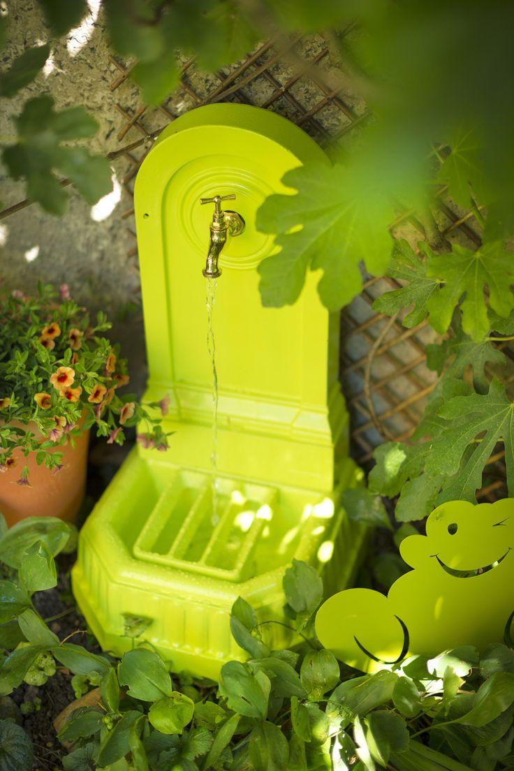 Inspiration Nomade.  Fontaine Citadine DOMMARTIN en fonte. Fabriqué en France. Dim. H 72 x P 36 x l 41 cm. Coloris vert anis.