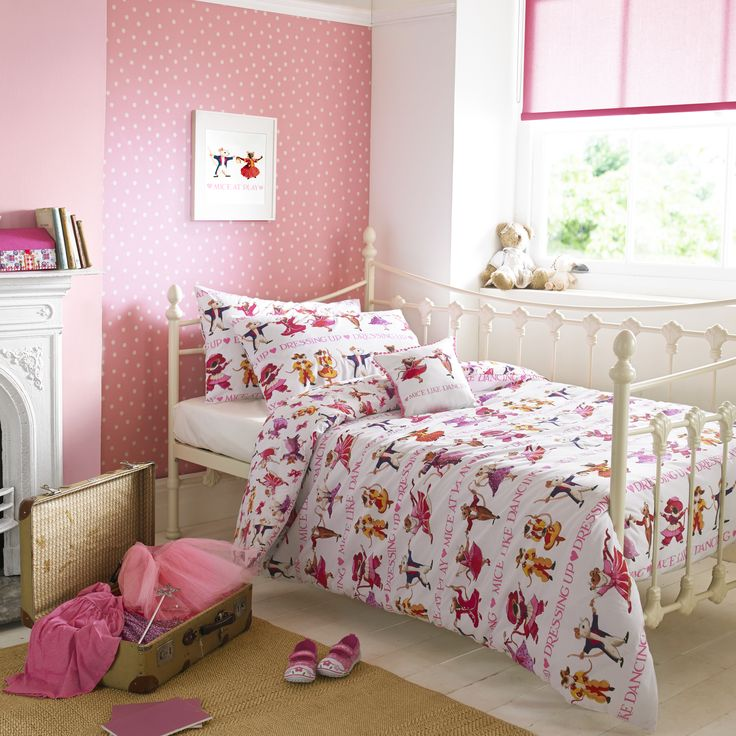 Dancing Mice Bedding - Dancing Mice gives a closer look at these sweet mice, already well-established favourites in the Emma Bridgewater range, who have raided the dressing up box and thrown a dancing party. #EmmaBridgewater #Children #Bedding