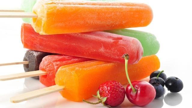 Una excusa para comer paletas de helado es el carlosito del verano, te recomendamos las de frutas naturales: fresa, naranja, uva, cherry o manzana.