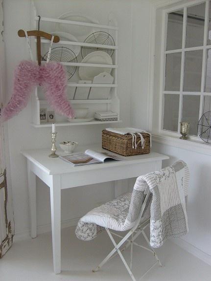 Spisestue, bord, gyngestol, tallernkehylle, senger - FINN Torget: Living Room