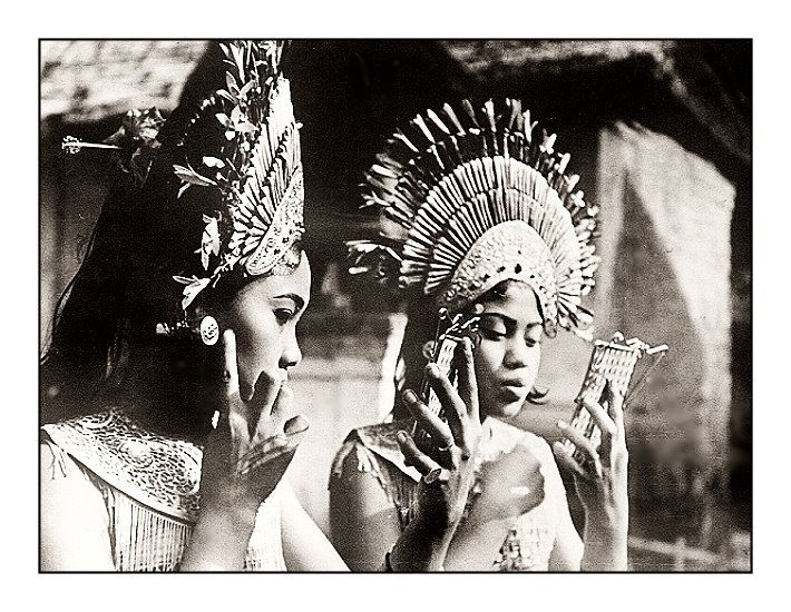 Two female Balinese dancers with - not an iphone - but pocket mirror. Date and photographer unknown. Source: Tropenmuseum of the Royal Tropical Institute, Amsterdam