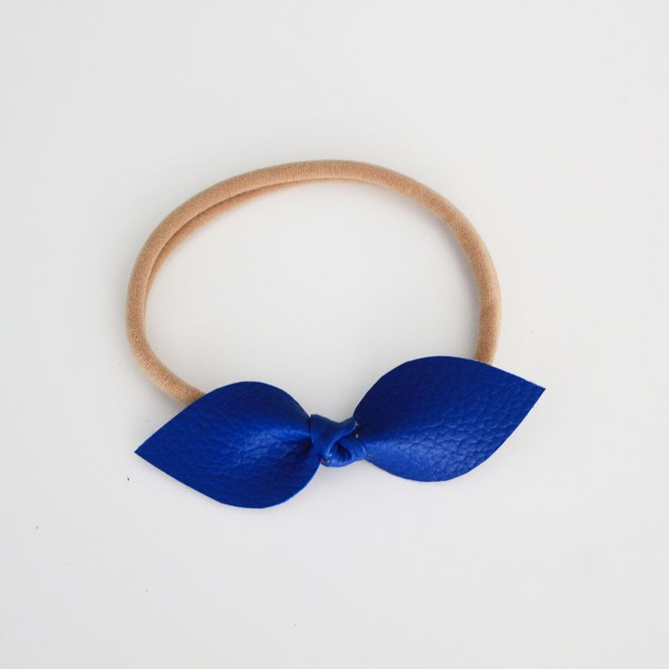 Classic bow knot headband 🎀 Handcut and tied on to a super comfy stretchy quality nylon band that will grow with your little one. One size fits all Please select your colour pack 💙💜To k...