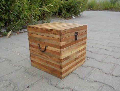 Indyjski #kufer w kształcie sześcianu, dostępny w 3 różnych rozmiarach: http://www.indianmeble.pl/kufry-skrzynie ✪ Kufer 1: (wymiary: 29 x 29 x 29) ✪ Kufer 2: (wymiary: 36 x 36 x 36) ✪ Kufer 3: (wymiary: 45 x 45 x 45) Może być także wykorzystywany jako stolik kawowy. :)
