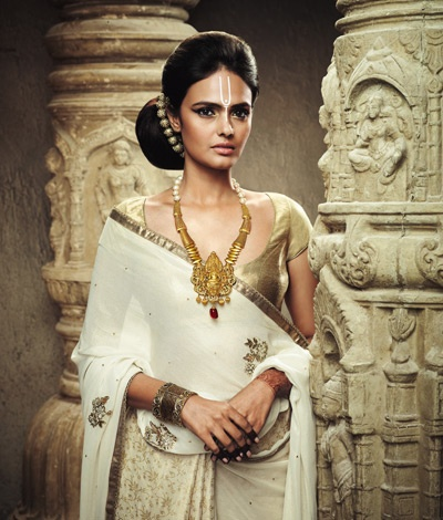 Exquisite Temple Jewellery, lets you flaunt a classical and traditional style statement.