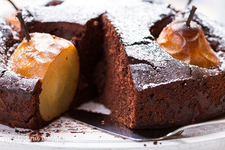 Bezglutenowe ciasto czekoladowe z gruszkami