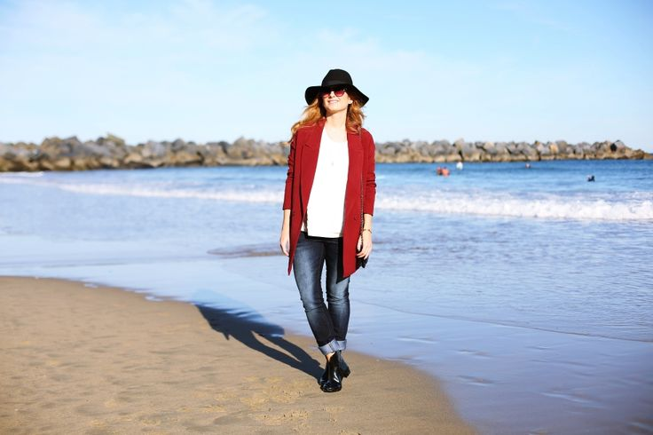 Casual Look. Look con botas de agua. A trendy life. #casual #denim #jeans #hat #botasdeagua #rainboots #maxiblazer #chanelbag #sunglasses #lidlclothes #lidl #suiteblanco #chanel #multiopticas #outfit #fashionblogger #atrendylife www.atrendylifestyle.com
