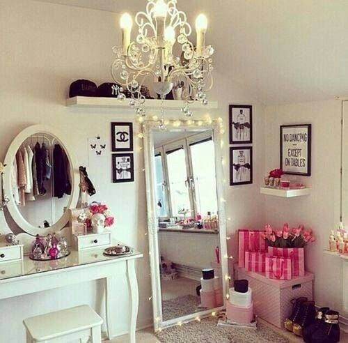 I love EVERYTHING about this. From the Victoria's Secret bags to the stunning vanity, this is perfection.