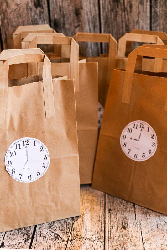 Silvester Countdown Tüten verkürzen die Wartezeit auf den Jahreswechsel. Packen kann man die für Kinder oder/und Erwachsene