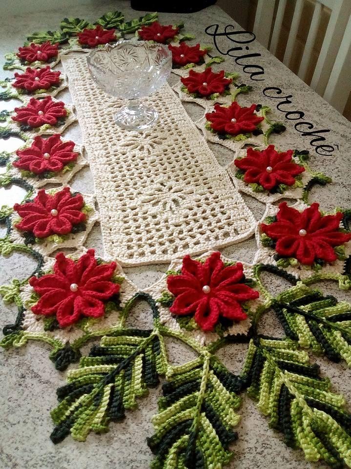 Caminho de mesa de croche natalino