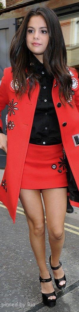 Selena Gomez in Marc Jacobs Resort 2016 l Ria