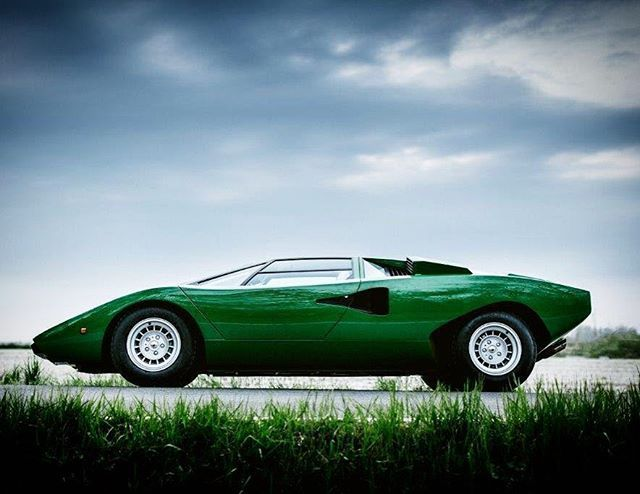 81 best images about lamborghini countach on pinterest cars this weekend and 25th anniversary. Black Bedroom Furniture Sets. Home Design Ideas