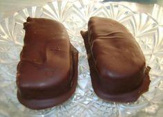 Σοκολάτα..και καρύδια μας κάνουν καρκιόκες!!! Ακόμα πιο υγιεινές αφού δεν περιέχουν βούτυρο, είναι και νηστίσιμες! Ευχαριστούμε πολύ το φίλο της 'Μαγειρικής Πανδαισίας' για αυτή τη συνταγή και τη φ...