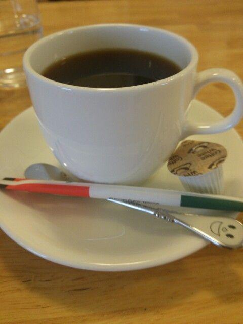 今日は喫茶店でブレンドコーヒーいただいています。
