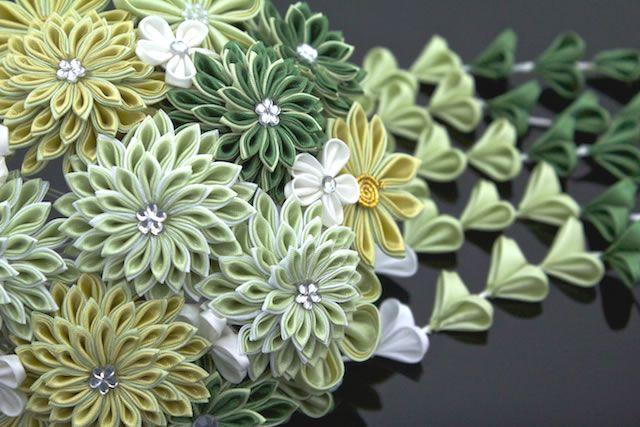 お祝いの着物におすすめな花のつまみ細工の髪飾り