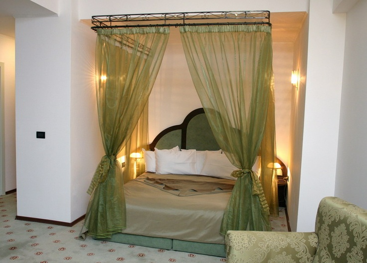 green superior king bed room