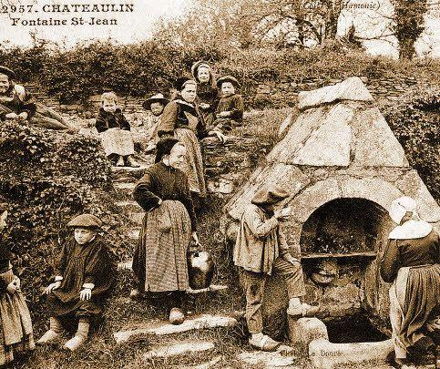Le salon de lacarte postale de Chateaulin a aussi présenté une exposition sur les Fontaines, lavoirs et puits du Finistère