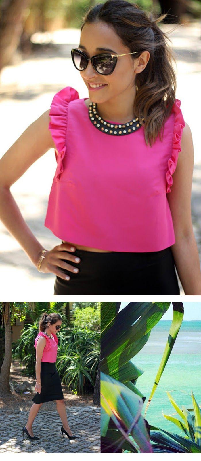 #CropTop. La prenda estrella del verano 2015. Crop Top rosa fucsia combinado con unos zapatos de tacón negros y una falda de tubo negra. Un look ideal para las noches de verano. La böcöque