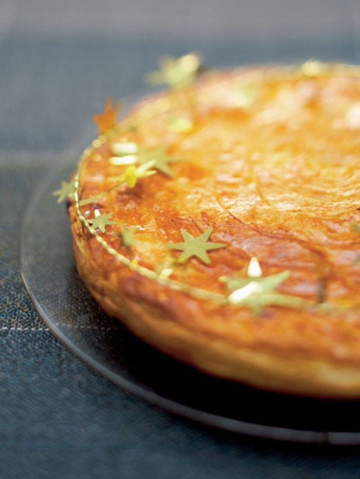Op 6 januari vieren onze zuiderburen Driekoningen. Met een taart met daarin een verrassing: de fève. Wie 'm vindt – pas op dat je er geen kroon op br...