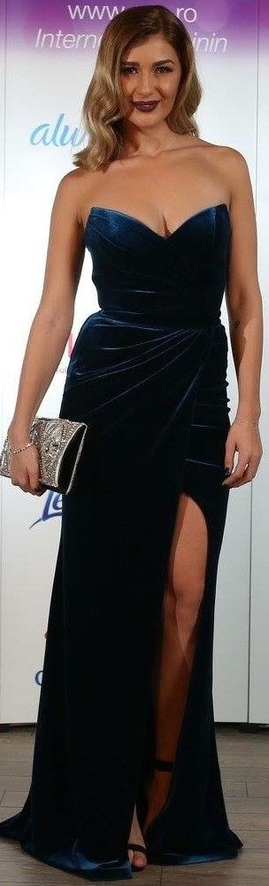 Romanian singer Alina Eremia wearing CRISTALLINI at the Eva.ro Gala! #EveningDress #Velvet #GlamourStyle #Inspitration