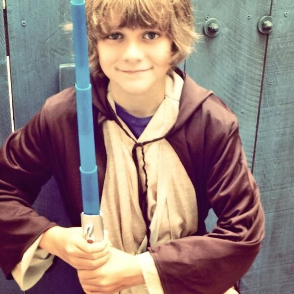 ty simpkins barefoot