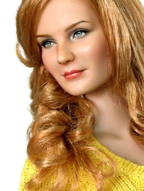 Kirsten Dunst:::Noel Cruz. Hard to believe this is a Barbie doll!!