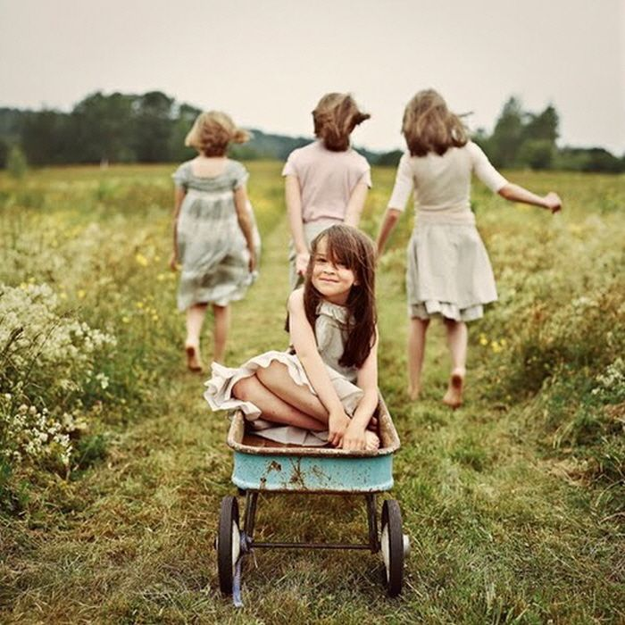 Family photo session inspiration idea four sisters wagon outdoors outside country grass paddock field vintage what to wear beautiful simple elegant