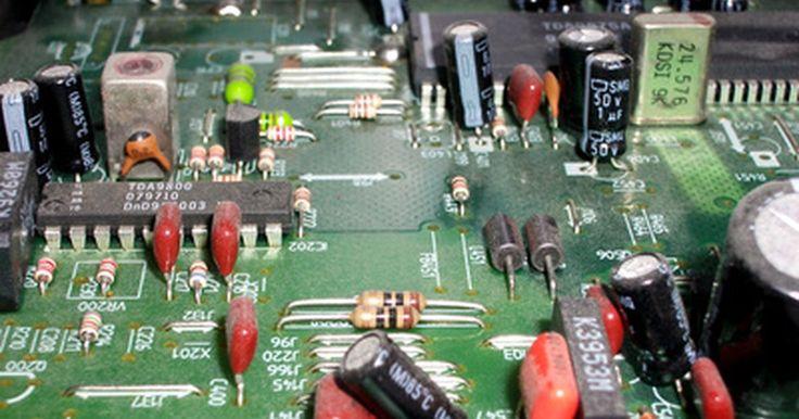 Los usos de una conexión de circuito en serie o en paralelo. Las conexiones de circuito, en serie o en paralelo, pueden ser hechas de miles de maneras diferentes y con todo tipo de componente electrónico. Muchos diseñadores de circuitos electrónicos aprenden primero a usar resistencias, baterías y LED en las conexiones paralelas y en serie. Una vez que aprendas los principios básicos, a menudo en el primer ...