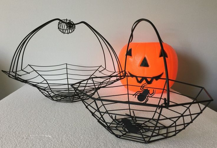 Set of 2 Black Widow Spider Wire Metal Halloween Baskets Candy Treats