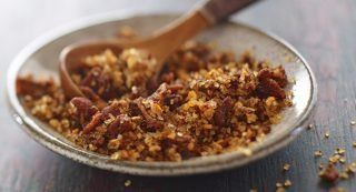Applewood Bacon Grilling Salt: Sprinkle this blend of Grill Mates� Applewood Rub, bacon and sea salt on grilled pork, chicken, beef, seafood and potatoes to add smoky flavor with a hint of sweetness. Also use to rim cocktail glasses for Bloody Marys.