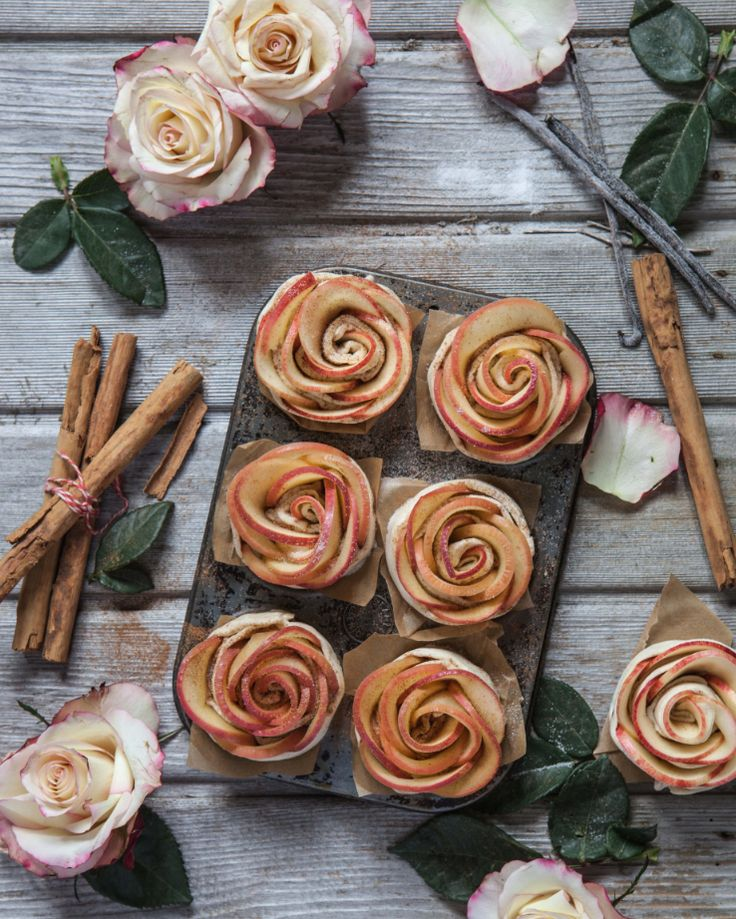 Pink Lady® apple roses in puff pastry