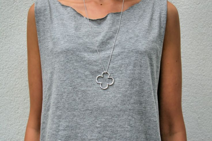 A silver clover for good luck! http://lilouparis.com/en/ready_made_sets/#1509 #lilou #necklace #silver #clover #jewellery