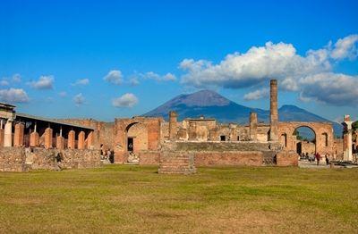 Mount Vesuvius and Pompeii-check!