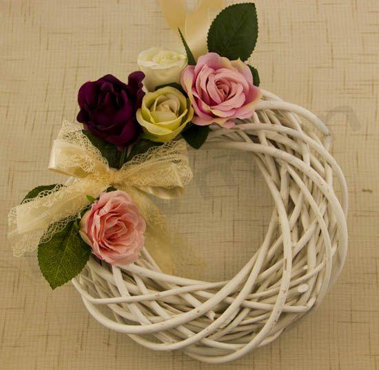 Στολισμός με λουλούδια σε στεφάνι και καρδιές! Είδη γάμου βάφτισης | bombonieres.com.gr