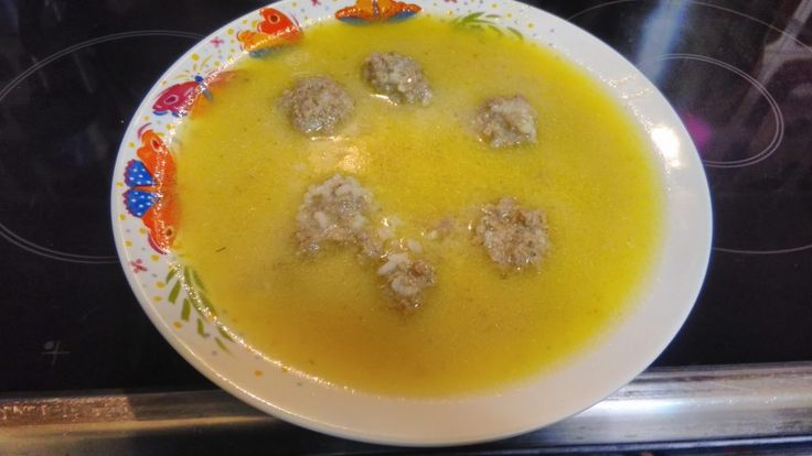 Τα Γιουβαρλάκια αυγολέμονο είναι μια σούπα που τρώγεται ευχάριστα χειμώνα και καλοκαίρι και αρέσουν σε μικρούς και μεγάλους