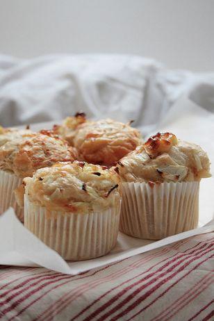 Muffin salati con tonno e cipolla: la ricetta sfiziosa