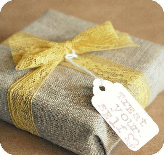 burlap--love: Burlap Lace, Gifts Wraps, Lace Bows, Diy'S Gifts, Gifts Idea, Wraps Gifts, Party Gifts, Wraps Idea, Wraps Presents