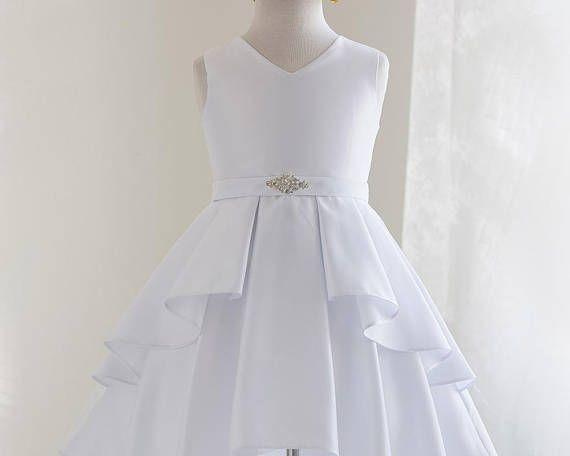 e165dcfafd449 Robe première communion fille satin blanc. Robe qui peut être portée à  loccasion dune fête