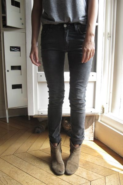 grey jeans, dicker boots